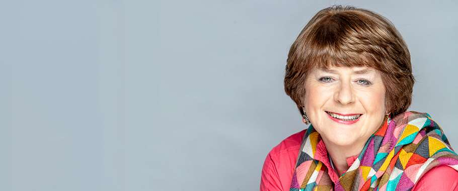 Pam Ayres - Up In The Attic